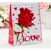 Пакет подарочный LOVE ламинированный 18х23х8,5 см